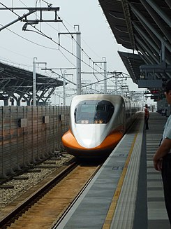 THSR 700T train in THSR Tainan Station 20110527.jpg