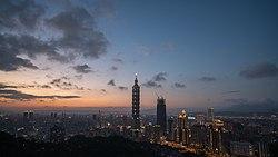 Taipei sunset skyline panorama.jpg
