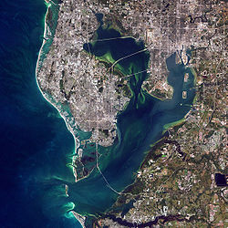 A simulated-color satellite image of the Tampa Bay Area. Taken on ناسا's لندست ۷ satellite.