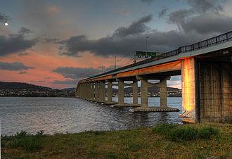 Tasman Bridge - Image: Tasman Bridge Dusk