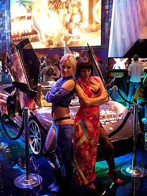 Nina Williams - Summer Daniels (left) as Nina at the Electronic Entertainment Expo 2012