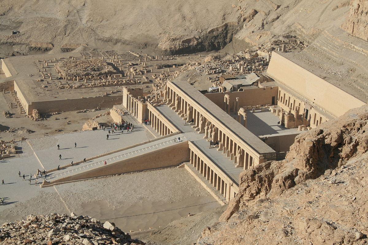 Храм царицы Хатшепсут Дэйр эль-Бахри в Луксоре