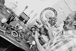 Tonino Zurlo in laboratorio.jpg