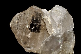 Gemstone irradiation - Image: Topaze champagne sur quartz (Pakistan)