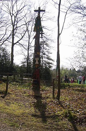 Ribbesford - Image: Totem pole, Wyre forest geograph.org.uk 393621