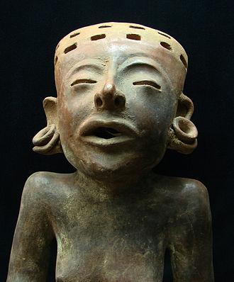 Plug (jewellery) - Totonac figurine wearing prominent earspools.