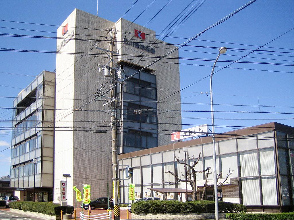 豊川信用金庫本店(2006年)/wikipediaより引用