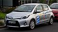 Toyota Yaris Hybrid Life (XP130) – Frontansicht, 18. Juni 2012, Düsseldorf.jpg