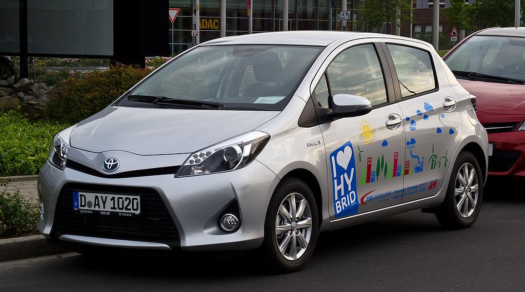 File:Toyota Yaris Hybrid Life (XP130) \u2013 Frontansicht, 18 ...