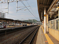 Tsuruga Station tracks 2012-06-03.jpg