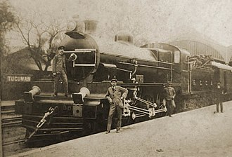 Tucumán Mitre railway station - Train and workers in the station, 1910.