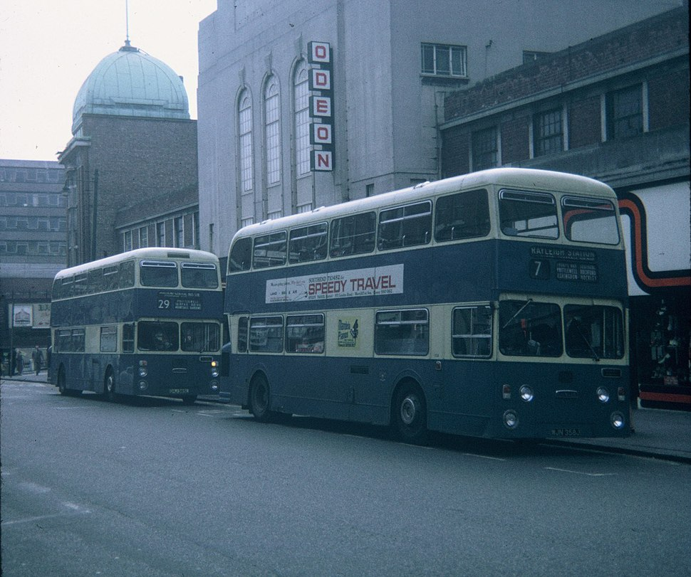 Two buses in Southend-on-Sea - geograph.org.uk - 2756114
