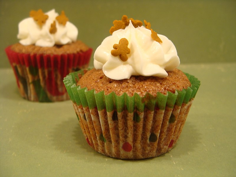 File:Two gingerbread mini cupcakes, December 2009.jpg