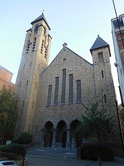 Uccle,église Notre-Dame du Rosaire.JPG