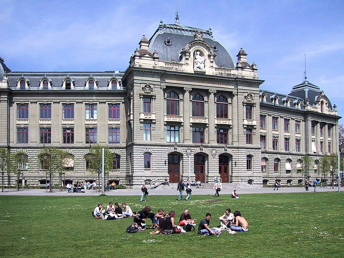 Model Hooker in Bern