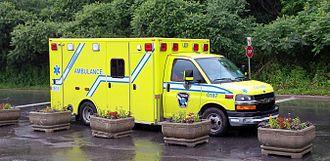 Urgences-santé - Image: Urgences santé ambulance