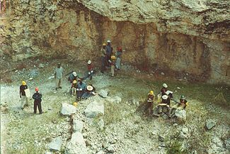 Uz geology fieldschool2002.jpg
