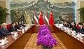 Valdis Dombrovskis tiekas ar Ķīnas premjerministru Veņu Dzjabao (7975820656).jpg
