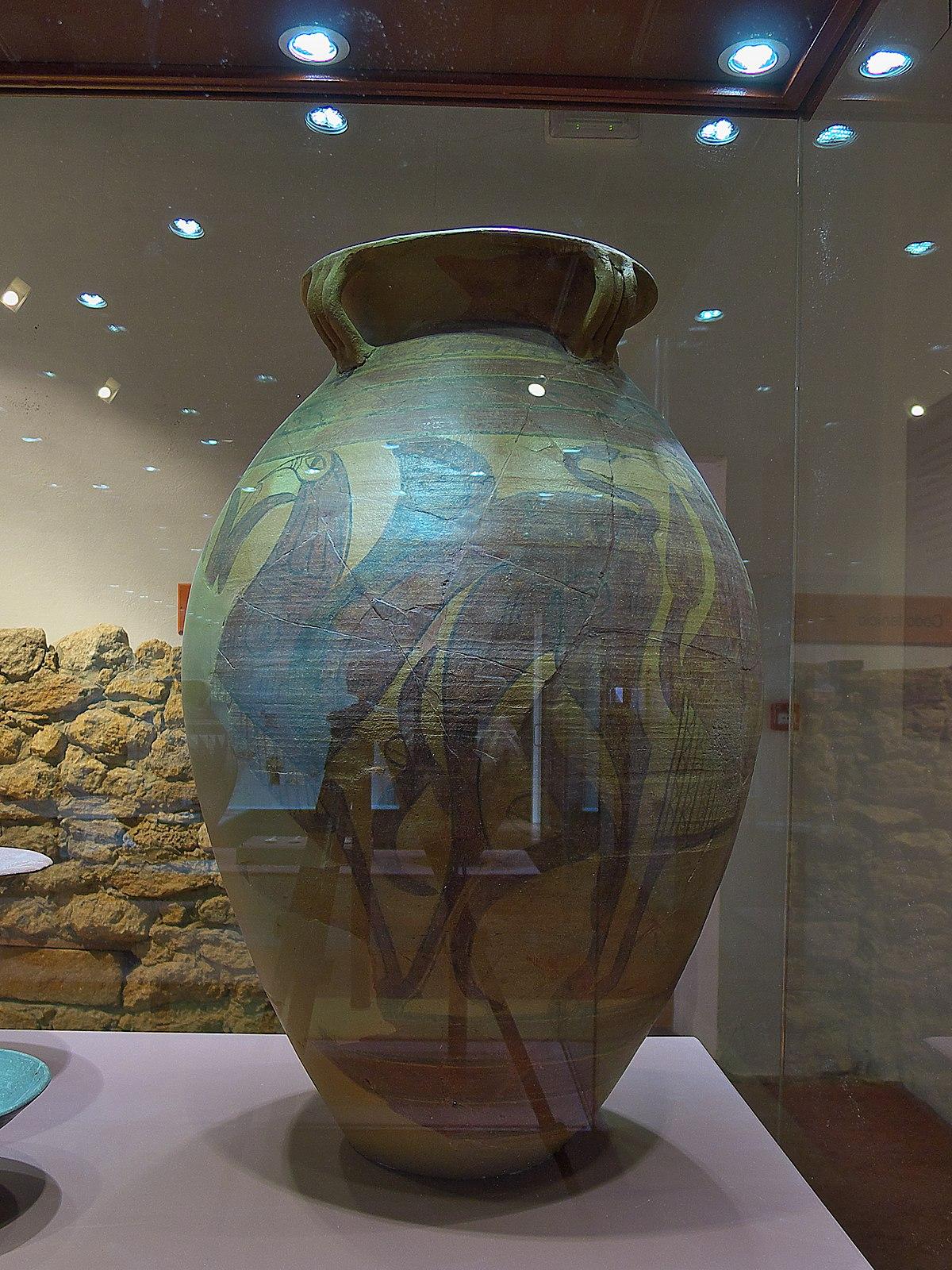 Vaso de los Grifos. Carmona.jpg