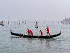 Venedig Gondola rowing 1010278.jpg