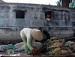 Vente d'ananas - marché flottant sur le Mékong.JPG