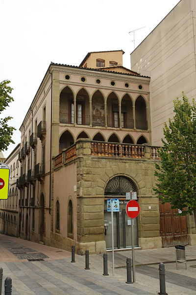 Restauración de fachada en casa rustica