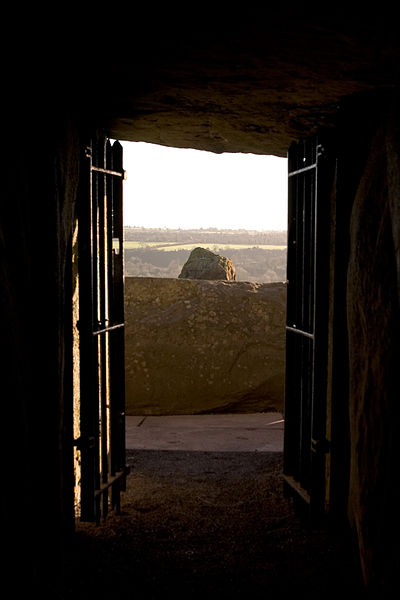 File:View from Newgrange burial chamber.jpg