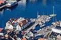 Vista del puerto de Bergen desde la montaña Fløyen, Noruega, 2019-09-08, DD 46.jpg