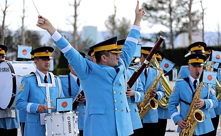 The bandmaster of the Harmonic Band of the Turkish Armed Forces. Vladimir Putin arrived in Ankara 01.jpg