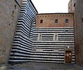 Volterra striped building (5331227538).jpg