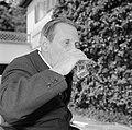 Walter Mehring zittend op een terras, Bestanddeelnr 254-5061.jpg