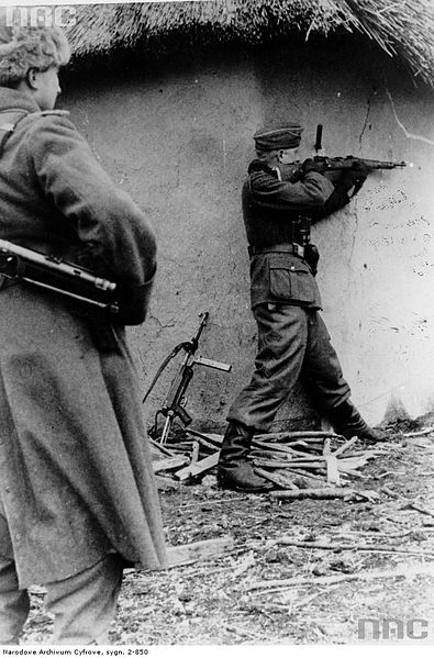 File:Wehrmacht soldier firing Mauser Karabiner 98k, Soviet Union 1943.jpg