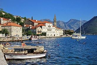 Tourism in Montenegro - Image: Widok na Perast z zachodu 01
