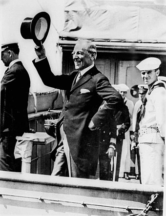 Wilson returning from the Versailles Peace Conference, 1919. WoodrowWilsonVersailles.jpg