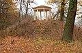 Wrisbergholzen Teetempel Herbst.jpg