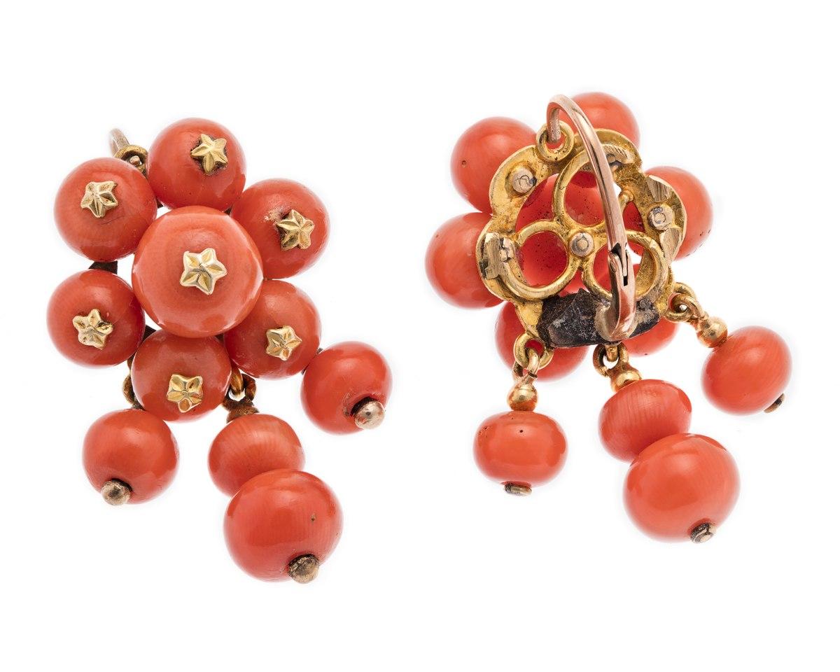 Örhängen i guld och korall - Hallwylska museet - 110121.tif