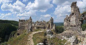 Báncsa (genus) - Saskő (Šášovský) Castle, today in Slovakia, built by the brothers Vincent and Peter I Báncsa sometimes before 1253
