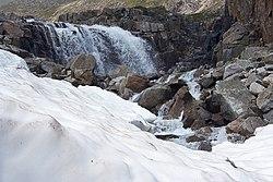 Водопад под ледником Азаровой.jpg