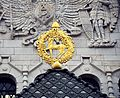 Герб города над входом.jpg