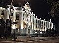 Главный корпус Сельскохозяйственного института (центральный вход) ночью.jpg