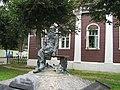 Дом Новосёлова. ул.Кропоткинская 83. Памятник Кропоткину..jpg