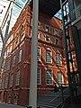 Кондитерская фабрика Большевик в Москве. Главный фабричный корпус. Вид фасада здания из внутреннего двора.jpg