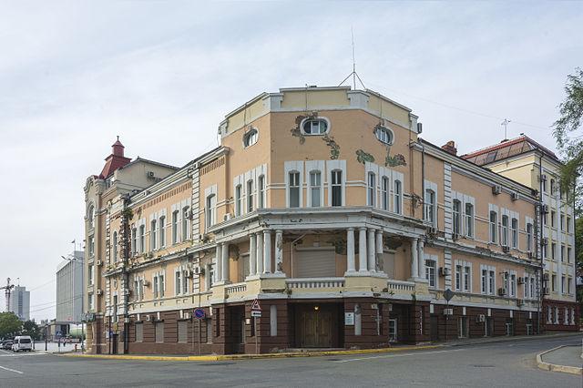 Дом №2 по улице Петра Великого во Владивостоке, где в 1919—1924 гг. жил Владимир Арсеньев