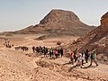 תלמידי תיכון המושבה בעמק, ברקע גבעת ססגון.jpg