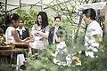 นางพิมพ์เพ็ญ เวชชาชีวะ ภริยา นายกรัฐมนตรี ณ Singapore Botanic Gardens - Jacob B - Flickr - Abhisit Vejjajiva (21).jpg