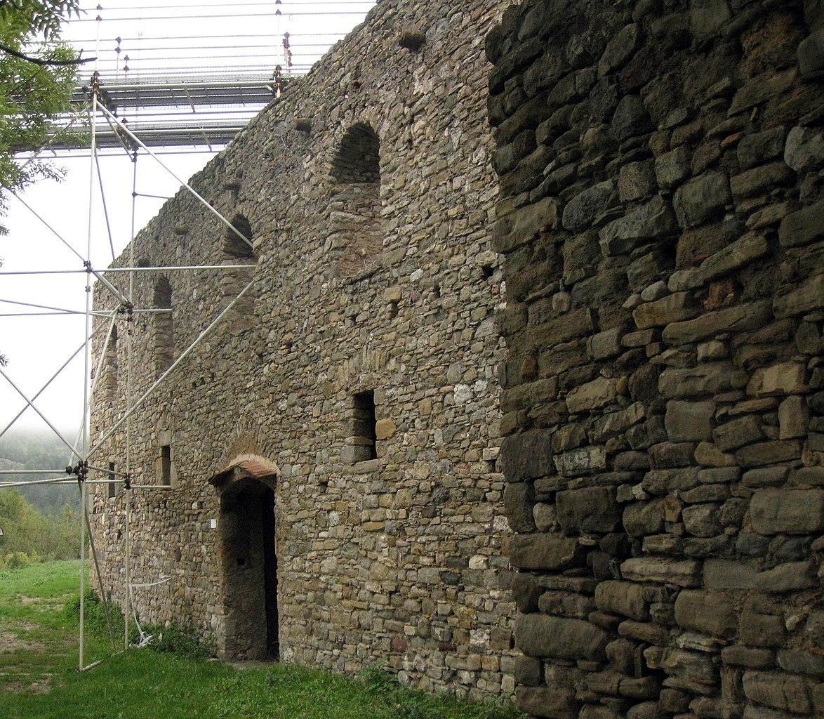 File:002 Monestir de Santa Maria de Lillet, façana oest.jpg - Wikimedia Commons