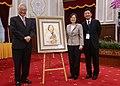 06.05 總統接見「全球玉山高階產業交流參訪團」,並收下訪團致贈的畫作 (35112715355).jpg