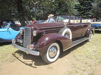 Cadillac Series 70 - Image: 1936 Cadillac Series 70 4 door Convertible V8