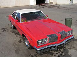Una Oldsmobile Cutlass berlina del 1977