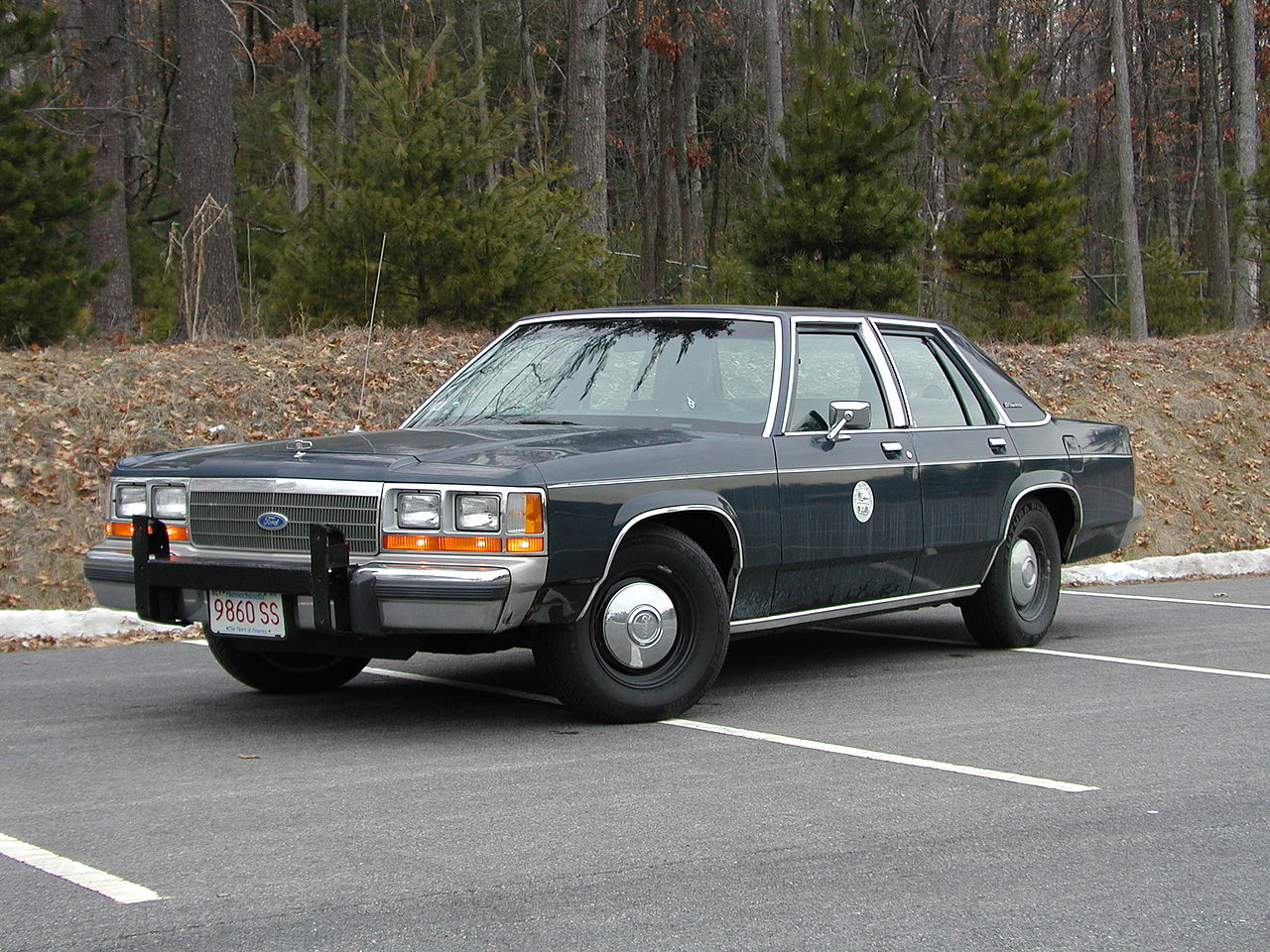 Fbi Cars For Sale >> File:1990 Ford Crown Victoria.jpg - Wikimedia Commons